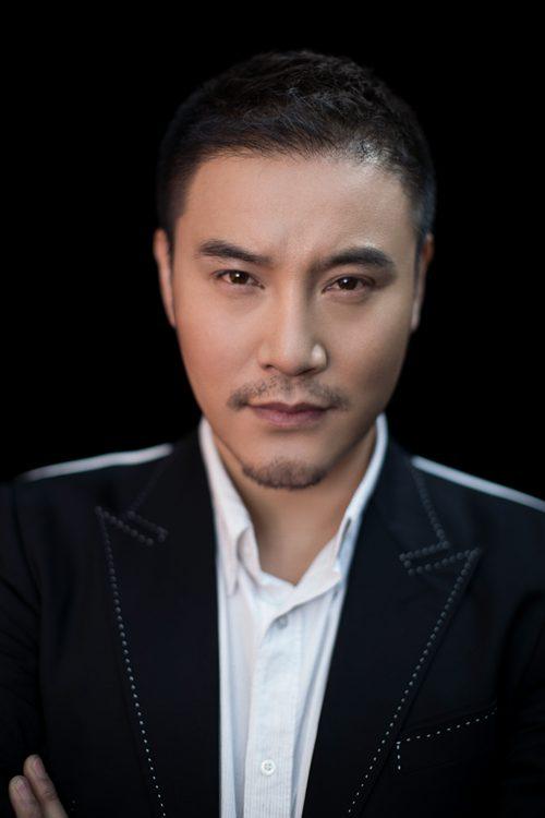 刘骐英俊忧郁的气质与剧中判若两人