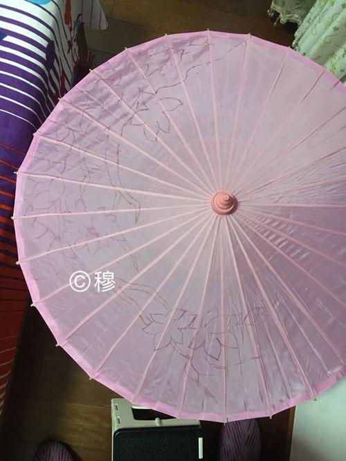 已经描上线稿的伞面